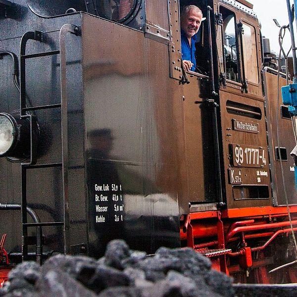 Lokomotive hinter Kohle-Hunt